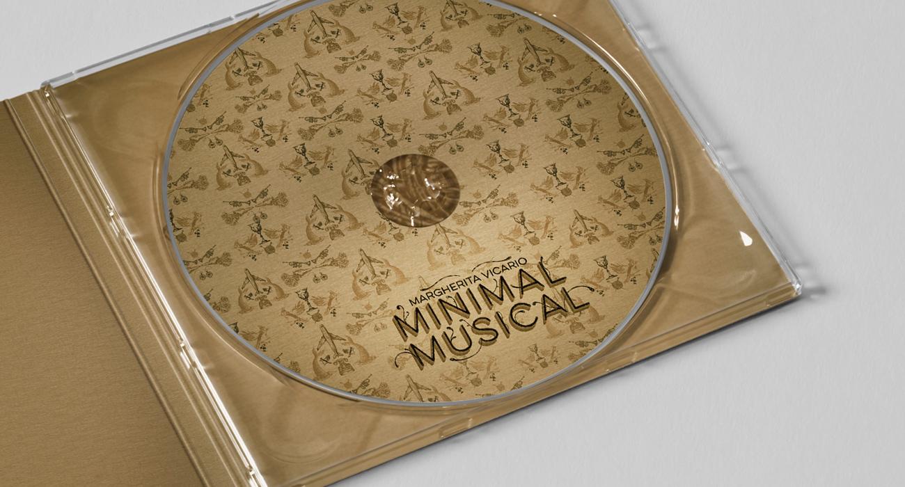 Il compact disc vicino al libretto dell'album Minimal Musical di Margherita Vicario