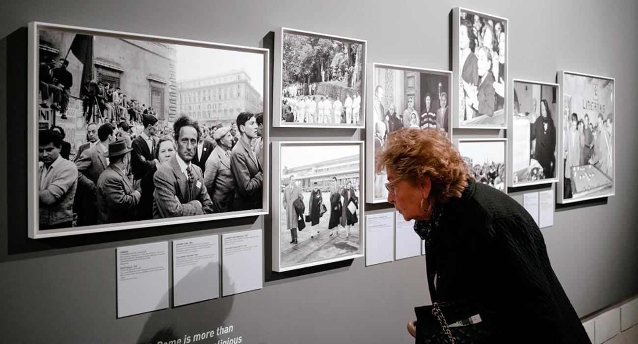 Allestimento della mostra Il Sorpasso a Palazzo Braschi, di cui lo studio grafico Studio Polpo ha curato la grafica